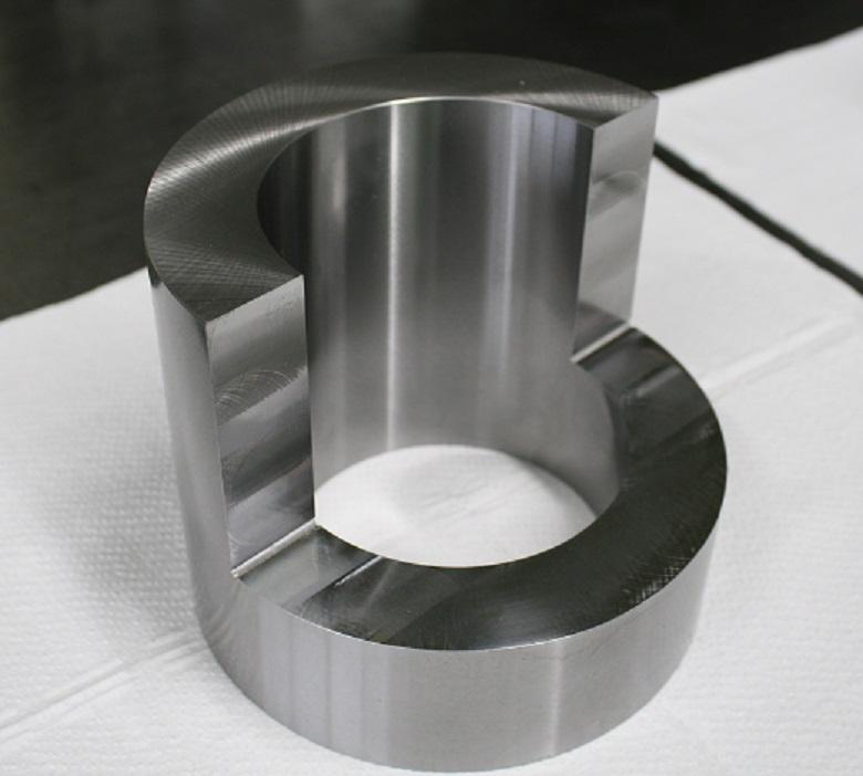 特殊形状の円筒研削